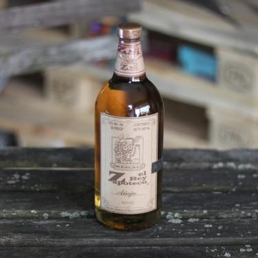 Mezcal Añejo in der 940ml Flasche von El Rey Zapoteco